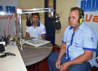 Supervisor Leandro e o coordenador do Controle de Vetores, Marcos Domingos, pedem apoio da população no combate ao mosquito transmissor da dengue - Foto: Roney Minella