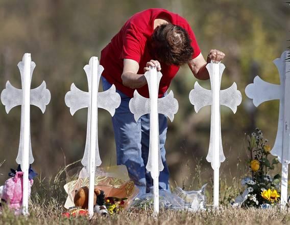 Memorial a vítimas de massacre em Sutherland Springs - Foto: EPA