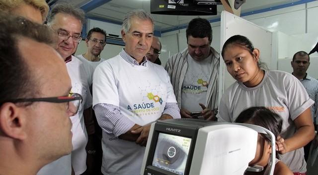 O governador Reinaldo Azambuja percorreu todos os setores onde os atendimentos estavam sendo realizados – Foto: Chico Ribeiro