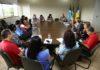 Prefeita Délia Razuk reunida com representantes de entidades que mantêm convênio com o município - Foto: A. Frota