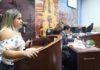 Marilaine dos Santos Souza, professora de física da Escola Estadual Vilmar Vieira Matos, usou a tribuna livre - Foto: Thiago Morais