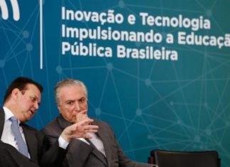 Ministro da Ciência, Tecnologia, Inovações e Comunicações, Gilberto Kassab, e o presidente Michel Temer durante a cerimônia de lançamento da Política de Inovação Educação Conectada – Foto: Alan Santos/PR