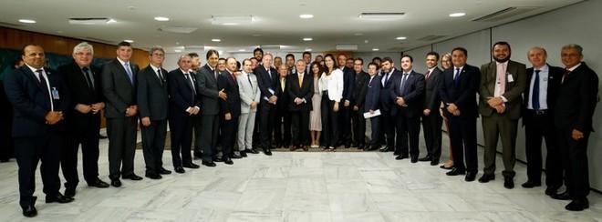 Presidente Michel Temer durante encontro com Paulo Ziulkoski, Presidente da Confederação Nacional de Municípios (CNM), Ministros e Parlamentares - Foto: Alan Santos/PR