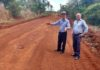 Vereador Bebeto vistoriou os serviços de recuperação de estradas, no sábado - Divulgação