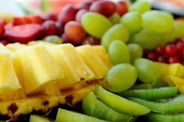 Frutas, como abacaxi, são ideais para suco detox – Divulgação
