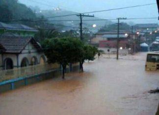 Tromba d'água atingiu a cidade de Urucânia, na Zona da Mata, na madrugada desta segunda (4) - Foto: Divulgação/ Prefeitura