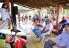 Prefeita Délia durante a entrega dos implementos e insumos(no detalhe) para fomento à Agricultura Familiar aos dois assentamentos da região do distrito de Itahum - Fotos: Luiz Radai