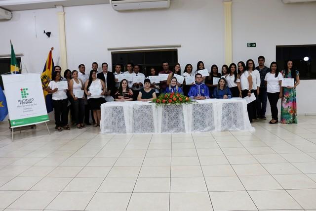 Foram entregues os certificados aos 52 concluintes dos cursos – Divulgação