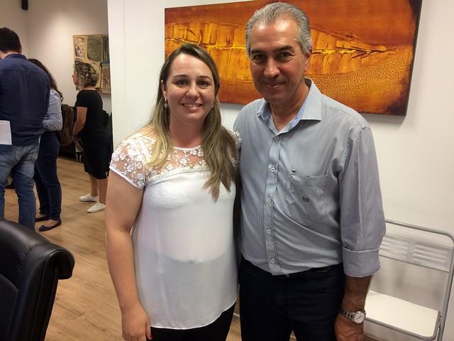 Milene de Oliveira Nantes, presidente do Silems, com o governador Reinaldo Azambuja - Divulgação