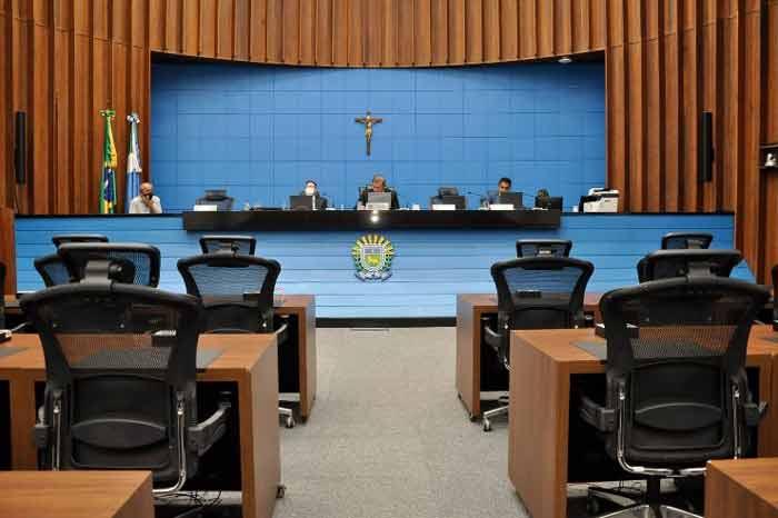 Sessão é realizada a partir do plenário da ALEMS com participação presencial e à distância dos parlamentares