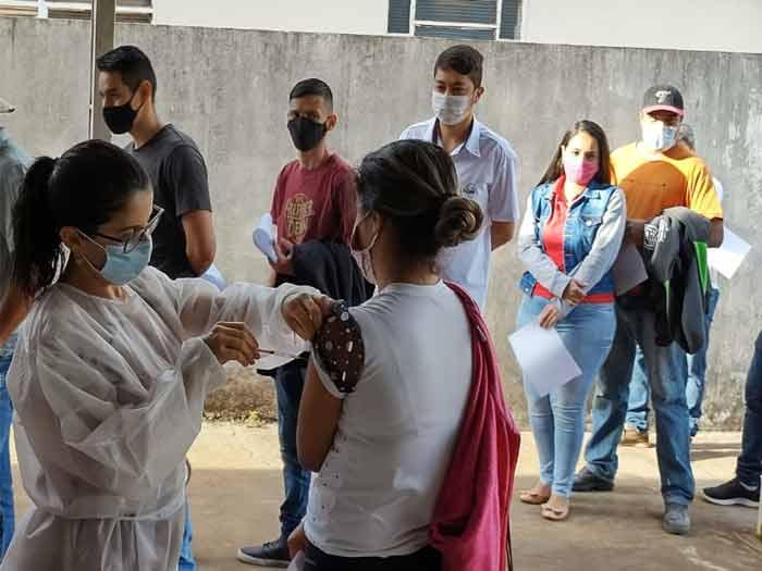 A vacinação está acontecendo em todas as unidades de saúde da sede do município e dos distritos
